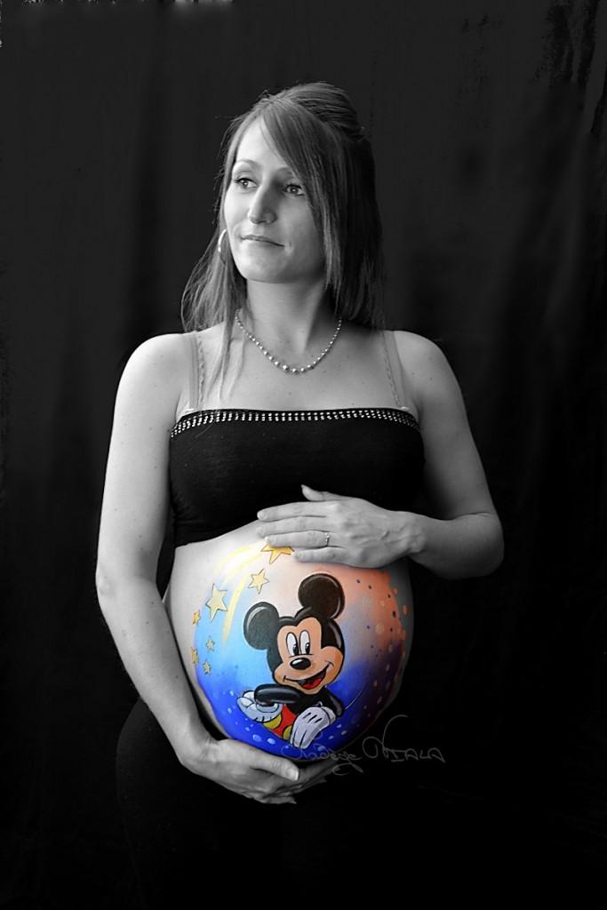 Belly painting Mickey Star étoiles noir et blanc et couleur
