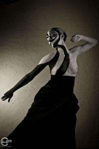 Body painting Illusion noir et blanc peinture sur corps spirale